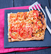 Tarte fine aux oignons et aux tomates