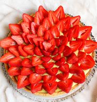 Tarte sablée aux fraises, crème pâtissière vanille & fleur d'oranger (vegan, sans gluten)