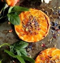 "Tarte fines (thin crusted tarts) with apricots and """"flower salad"""""