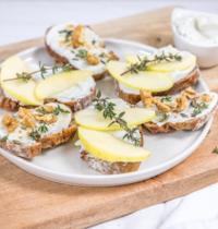 Tartines aux pommes miel thym et noix