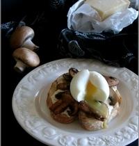 Tartines de Chapata à la Crème de Parmesan, Champignons, Truffe & Oeuf Mollet