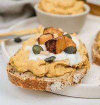 Toasts houmous et butternut