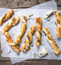 Torsades apéritives Roquefort Société® et noix de pécan