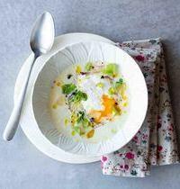 Velouté d'asperges blanches, oeuf poché & pousses de printemps