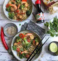 Wok de crevettes, brocolis et nouilles sautées à la coriandre