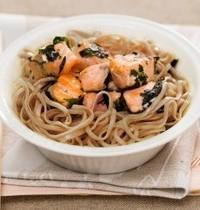 Stir-fry salmon, nori pesto and soba noodles